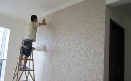 贴墙纸在开关的地方怎么切(贴墙纸要把开关卸下来吗)