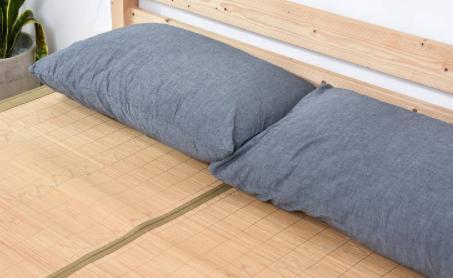 夏天怎么铺床单和席子(凉席和床单哪个凉快)