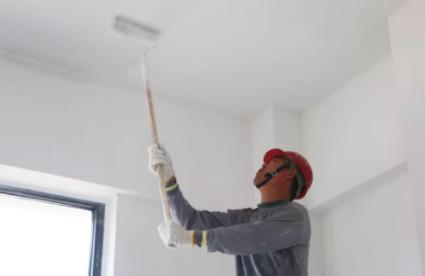 刷墙乳胶漆用喷还是用滚好(乳胶漆喷涂和滚涂的区别)