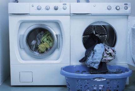洗衣机怎么判断衣服洗干净了(洗衣机洗衣服洗不干净是什么原因)