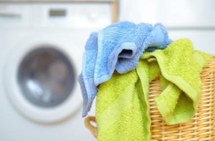 洗衣机洗衣服会停顿怎么回事(洗衣机老是停怎么回事)