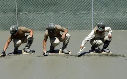 水泥地上胶漆怎么去除(水泥上的油漆用什么清洗)