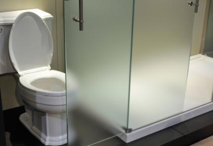 浴室玻璃隔断玻璃都是多厚(浴室玻璃一般是什么玻璃)
