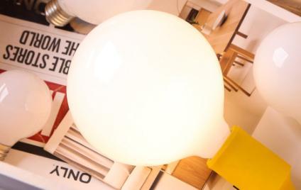 家用节能灯一般多少瓦(节能灯为什么闪一闪的)