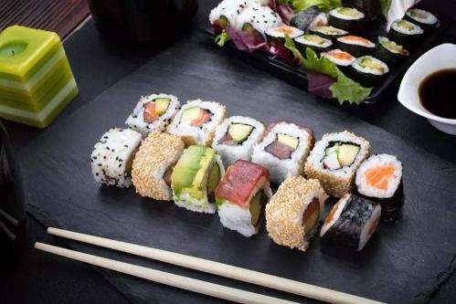 寿司制作方法(详解寿司的详细制作教程)