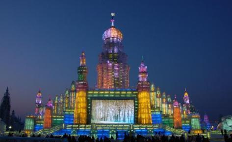 哈尔滨冰雪大世界要晚上玩吗(哈尔滨冰雪大世界白天去还是晚上去)