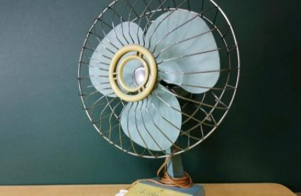 电风扇轴承怎么加润滑油(电风扇电机响扇叶不转是怎么回事)